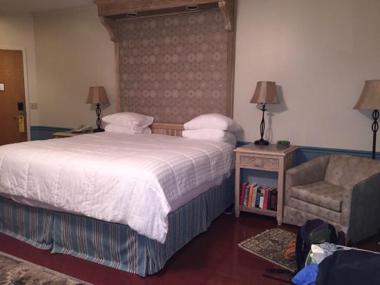 La Tourelle Hotel, Bistro, Spa: hotel room