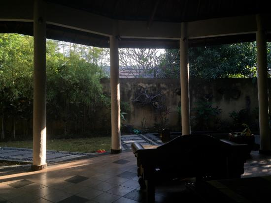 Gita Ayu Villas: 庭院静美