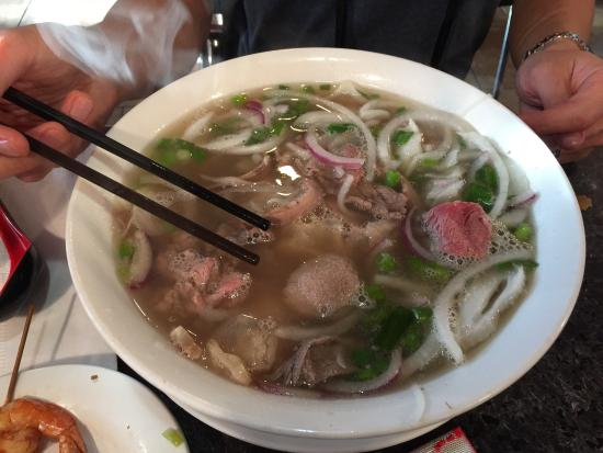 Pho Huong Viet Noodle House : Large pho