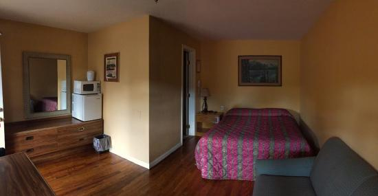 Rocky Mountain Lodge: Queen Sized Updated Room