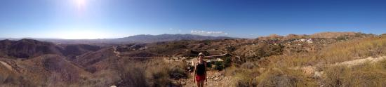 Bedar, Španělsko: Casa Las Yeseras vanop de berg, de verborgen vallei (mijnwandeling), en een patrijs op bezoek...