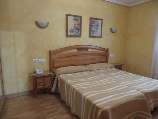 Apartahotel Infanta Mercedes: Dormitorio