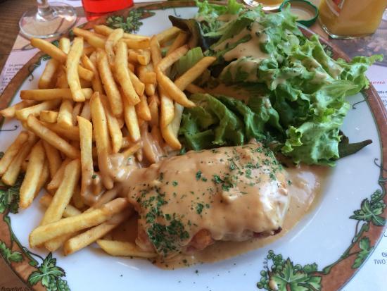 Clairvaux-les-Lacs, Frankrijk: Escalope de volaille jurassienne, sauce au comté