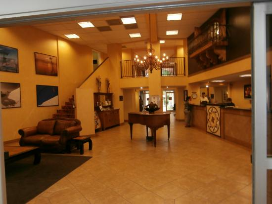 la r ception picture of hotel rosedale bakersfield. Black Bedroom Furniture Sets. Home Design Ideas