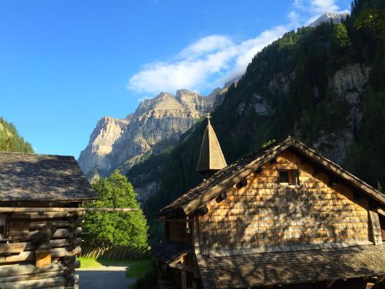 St.Martin im Calfeisental: Der Dorfplatz