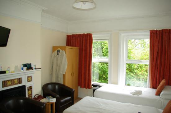 A & B Guest House: Zimmer