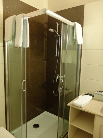 Apollonia Hotel: The bathroom