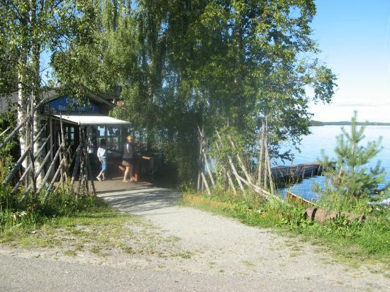 Cafe Rantakivi: Small lakeside cafe