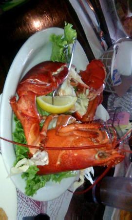 Quarterdeck Restaurant: Great lobster and lobster rolls!