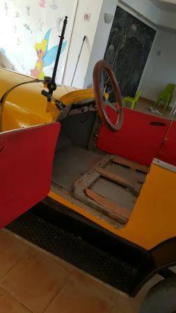 Hotel Apartamentos Plaza Son Rigo: La fameuse voiture dans la salle de jeu pour enfants
