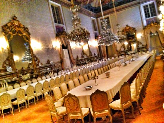 Ajuda Nasjonalpalass: Table seats a few!