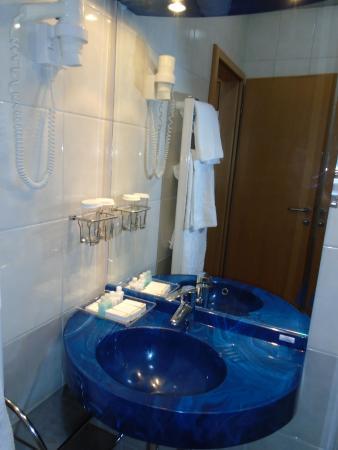 Hotel Miramare: The bathroom