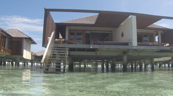 Lankanfinolhu Island: Villa from the water