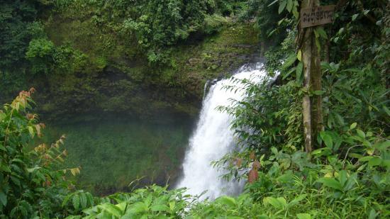 Baan E-Tu Waterfall Resort : jolie cascade proche du Resort, sur le plateau des Bolovens