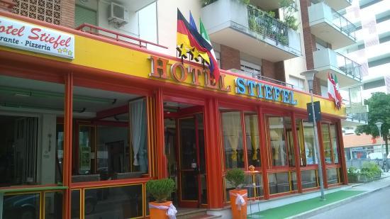 Hotel Stiefel: Entrata facciata hotel