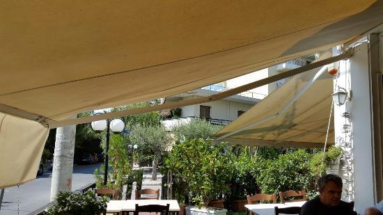 Nea Erithraia, Греция: H Kalh Parea