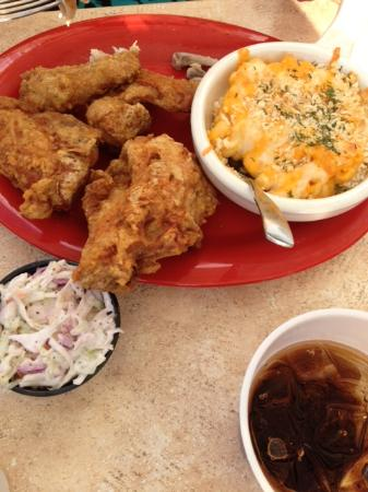 Maggie Valley Inn and Conference Center: Fried chicken and home-made baked mac n cheese.