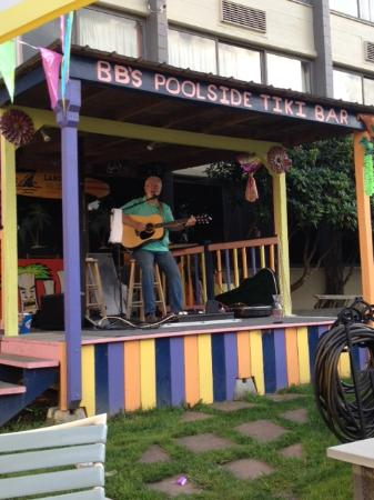 Maggie Valley Inn and Conference Center: Live entertainment by the Tiki Bar.