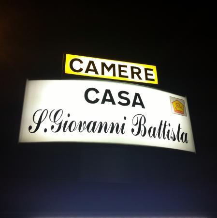 Baggiovara, Italie : Insegna di notte