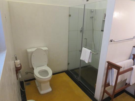 Palais de Mahe: Bathroom