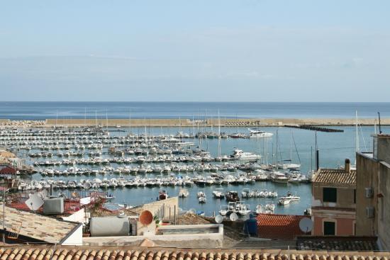 Cerri Hotel : Uitzicht op zee en haven (voor beperkt aantal kamers)
