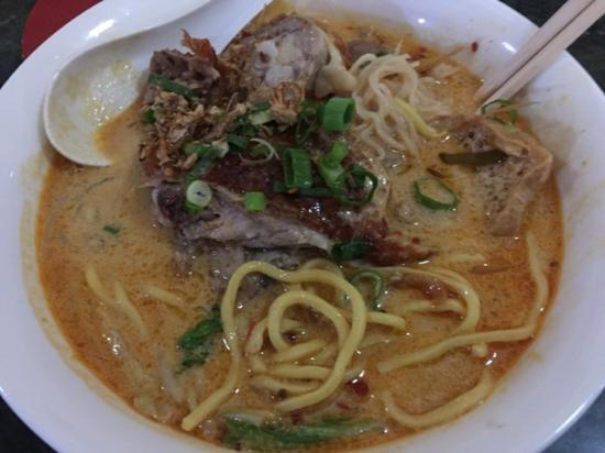 Cafe China Noodle Bar: Roasted duck spicy laksa - with two kinds of noodles