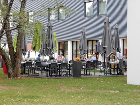 terrasse du restaurant de l 39 h tel picture of campanile bordeaux ouest merignac aeroport. Black Bedroom Furniture Sets. Home Design Ideas