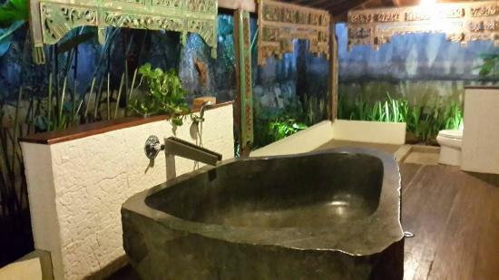 Jadul Village Resort & Spa: Tub