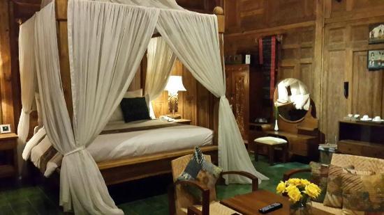 Adarapura Resort & Spa : Bed