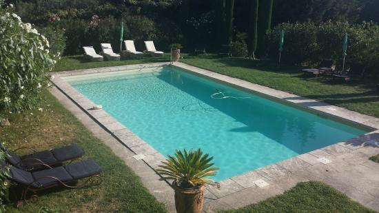 Noves, Frankrike: piscine