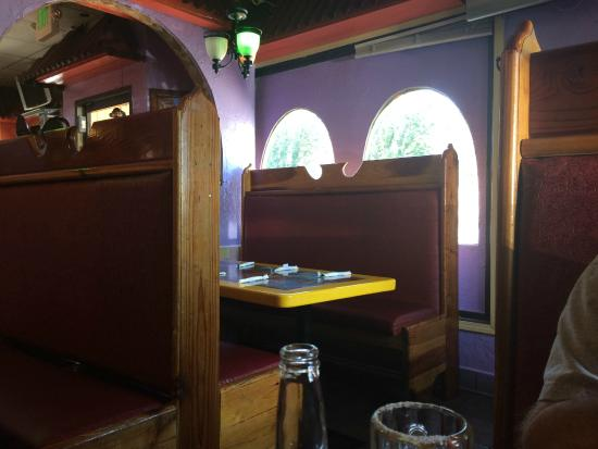 El Tapatio: Interior with quite a few booths