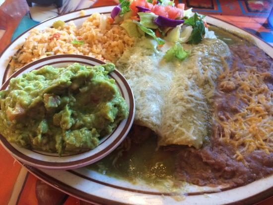 El Tapatio: Enchilada Verde w/side of guac- go hungry