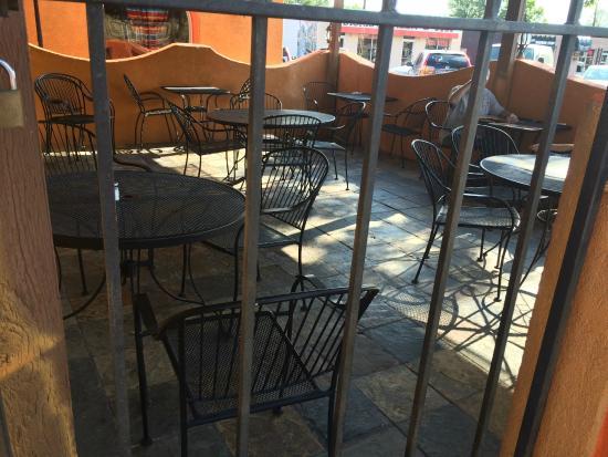 El Tapatio: Outdoor patio area