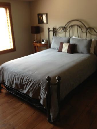 Cedar House on Sound B&B: Bed
