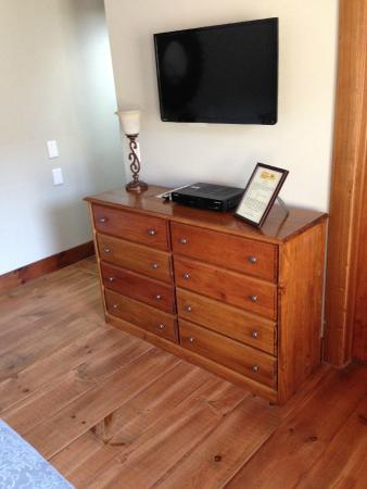 Cedar House on Sound B&B: Drawers in the room