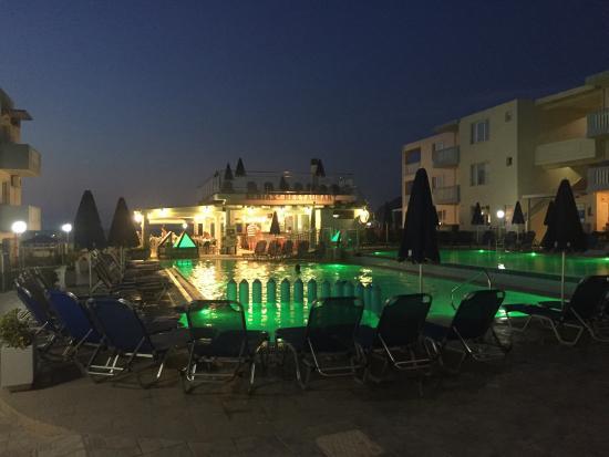 Menia Beach Hotel : photo1.jpg