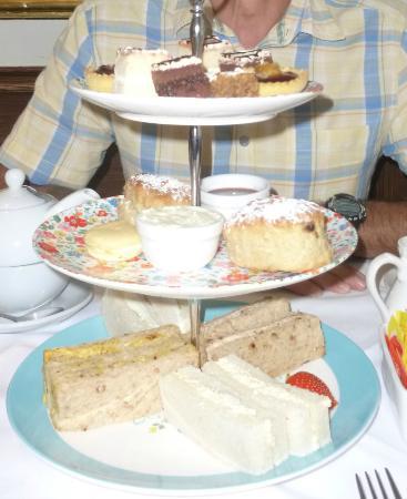 Rose Garden Restaurant: Afternoon tea - plenty for two