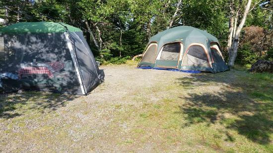 Holyrood, Canadá: Average Campsite Size, 18' tent.
