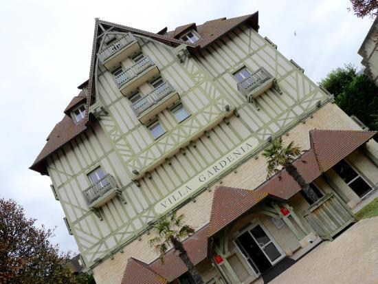Pierre & Vacances Premium Hotel La Villa Gardenia: Facade de l'hôtel