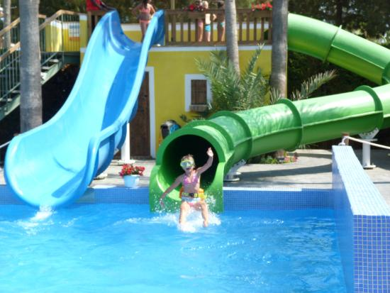 Picture of camping enmar pineda de mar for Camping avec piscine couverte et toboggan