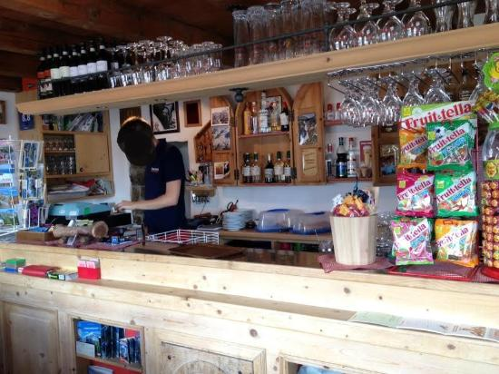 Rifugio Garibaldi: Bancone del bar del rifugio