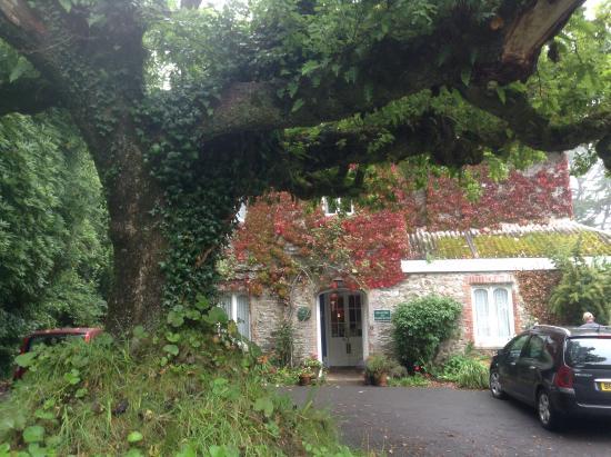 Hazelwood House: Front of house