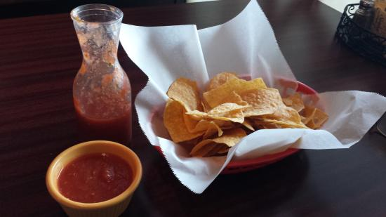 Don Patron Mexican Grill: salsa and chips