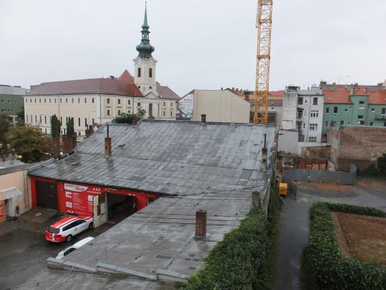 A-Austerlitz Hotel : View from room 38 - garage