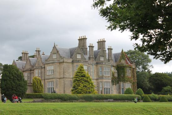 Larkinley Lodge: Beautiful house and grounds- Muckross House