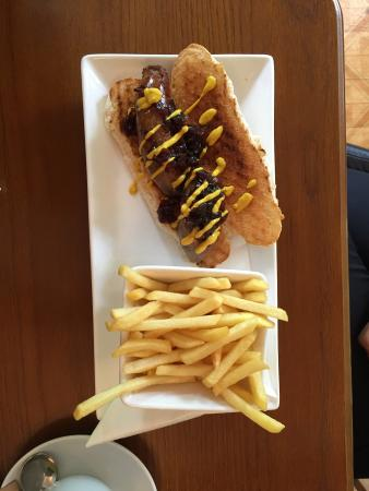The Coffee House Cafe & Bistro: hot dog