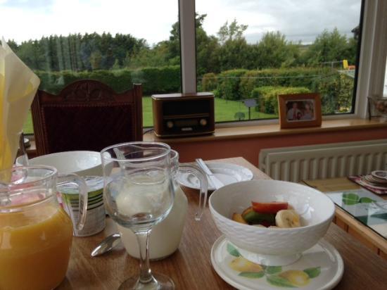 Coolibah House: Colazione in veranda
