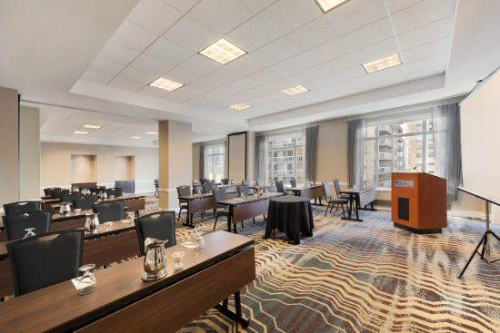 Hilton garden inn chicago downtown magnificent mile 164 for All hotels downtown chicago