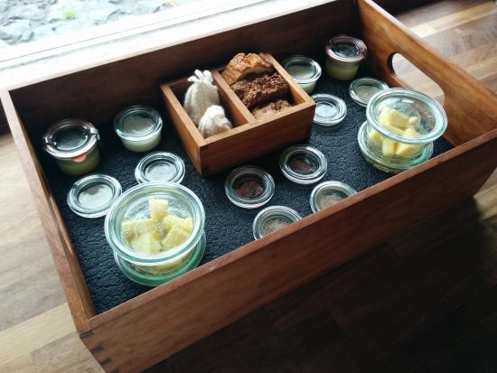 Inis Meain Restaurant & Suites: Breakfast box of dreams