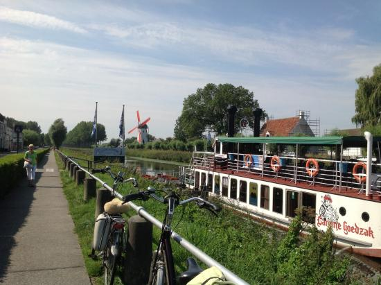 Canal Boat Tours: Takes 170 passengers